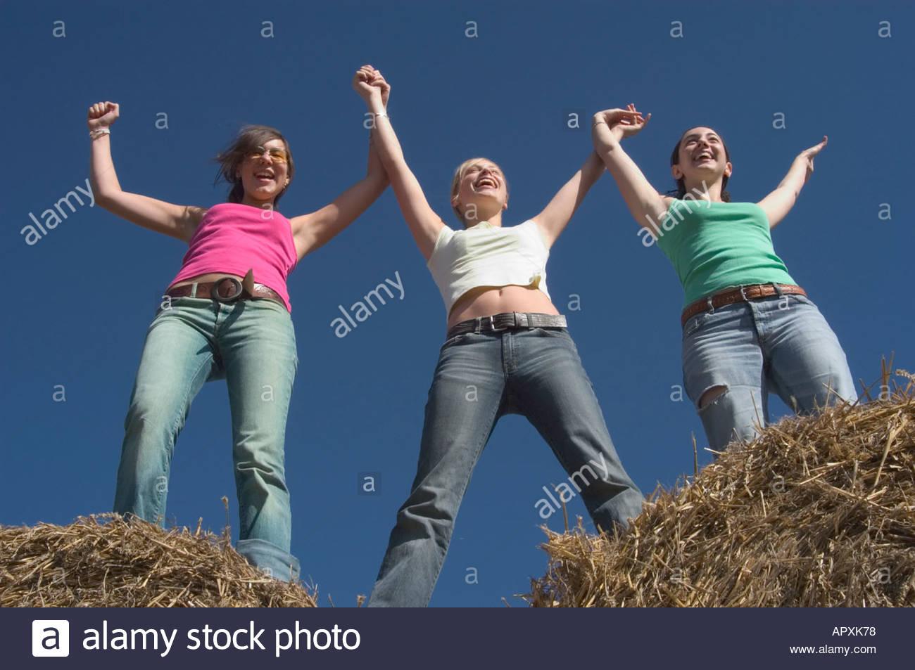 Фотографии трёх девушек друзей вместе 4 фотография