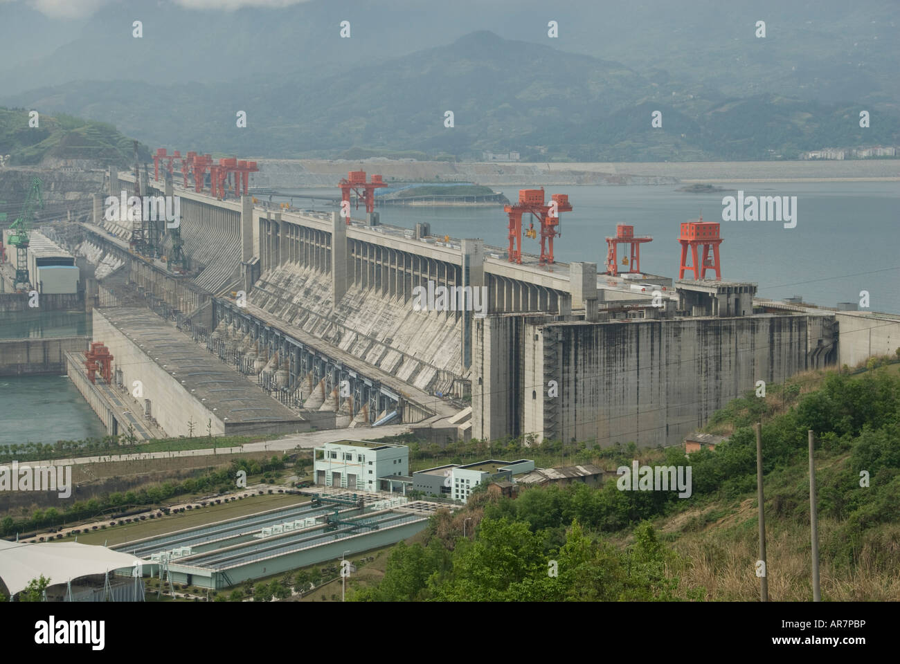three gorges dam project Three gorges dam is the greatest hydropower project in the world it caused the hot discussion about the advantages and disadvantages both in home and abroad.