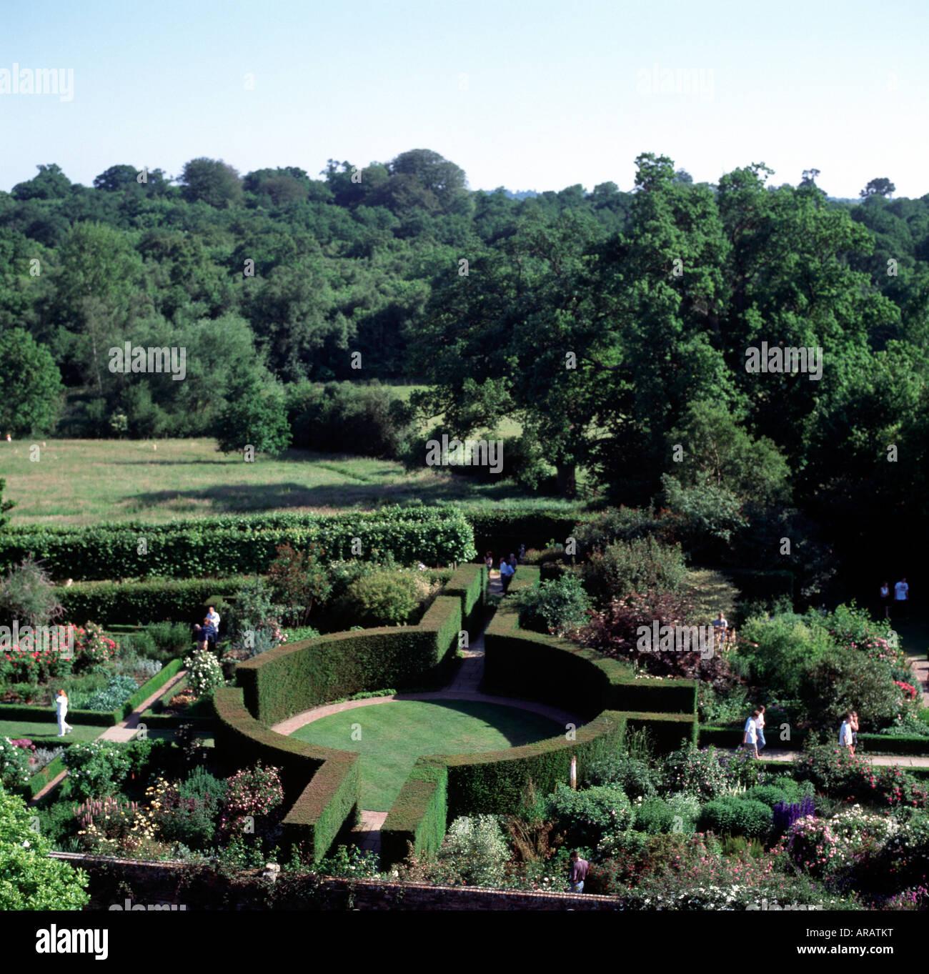 Weißer Garten sissinghurst place weisser garten rondell oben stock photo