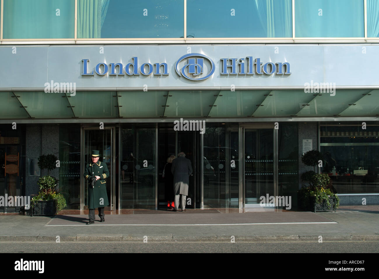 london park lane hilton hotel main entrance with doorman