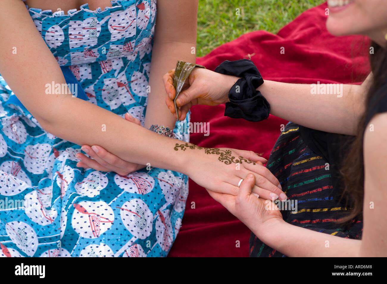Henna Mehndi Edinburgh : Treefest inverleith park edinburgh scotland green festival henna