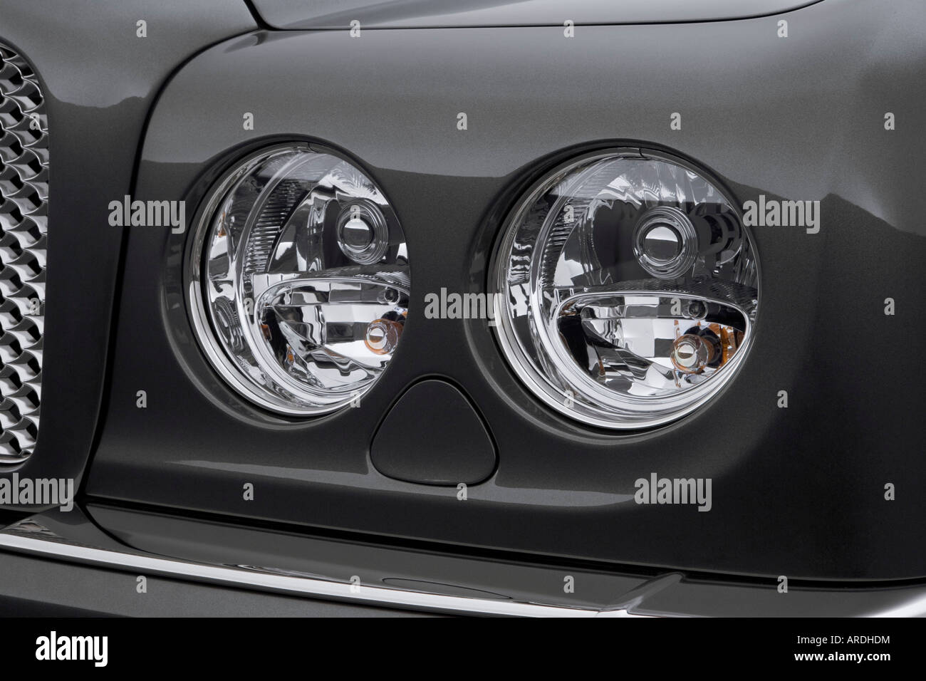 2006 bentley arnage r in green headlight stock photo royalty 2006 bentley arnage r in green headlight vanachro Image collections
