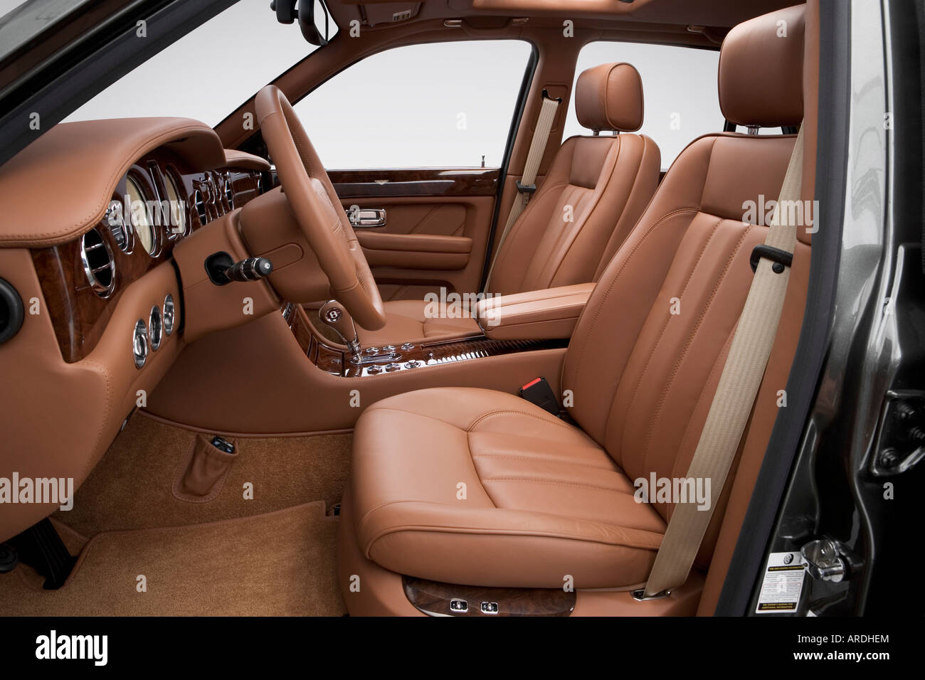 2006 bentley arnage r in green front seats stock photo royalty 2006 bentley arnage r in green front seats vanachro Image collections