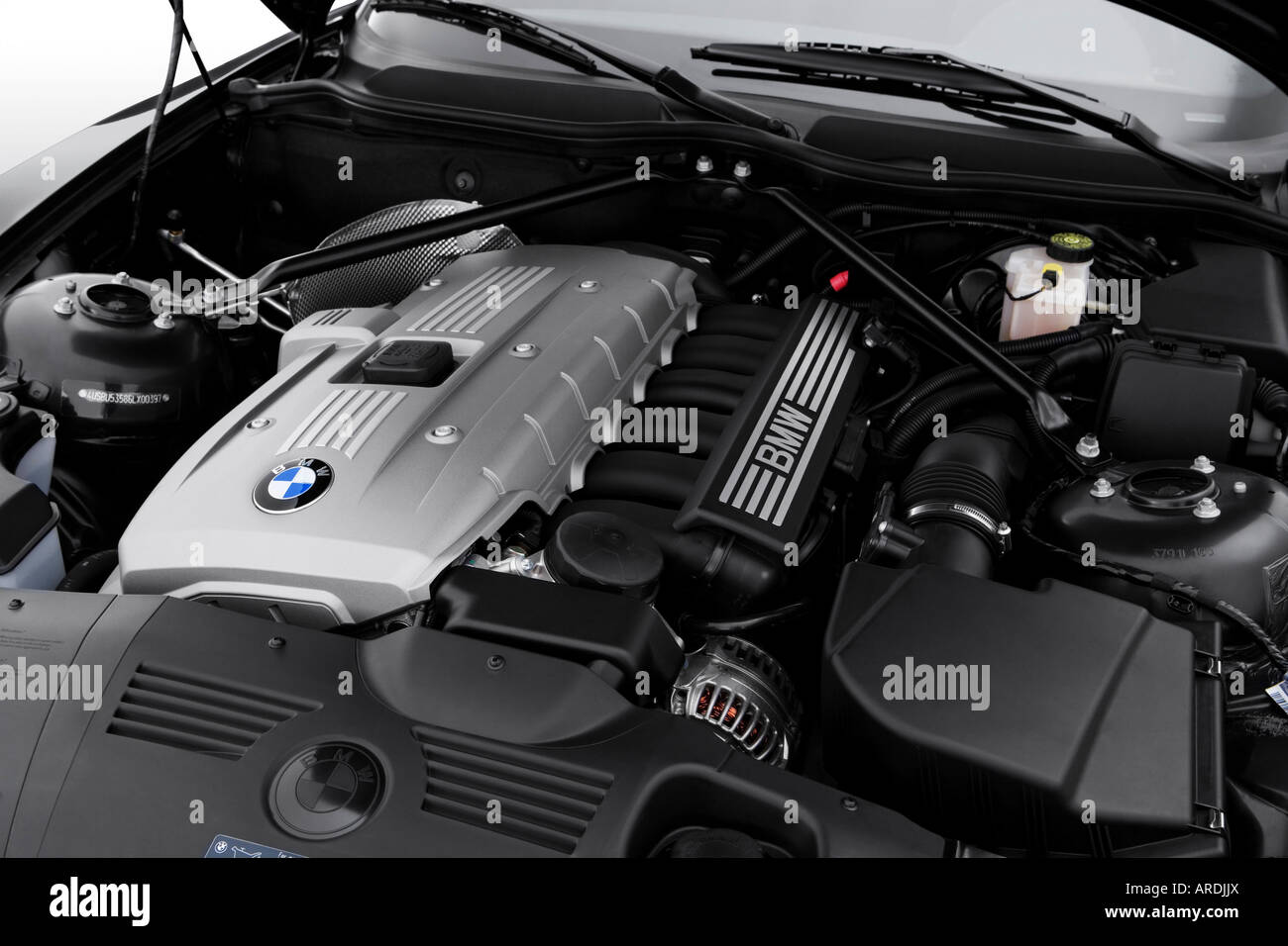 2006 bmw z4 roadster 3.0si in black - engine stock photo, royalty