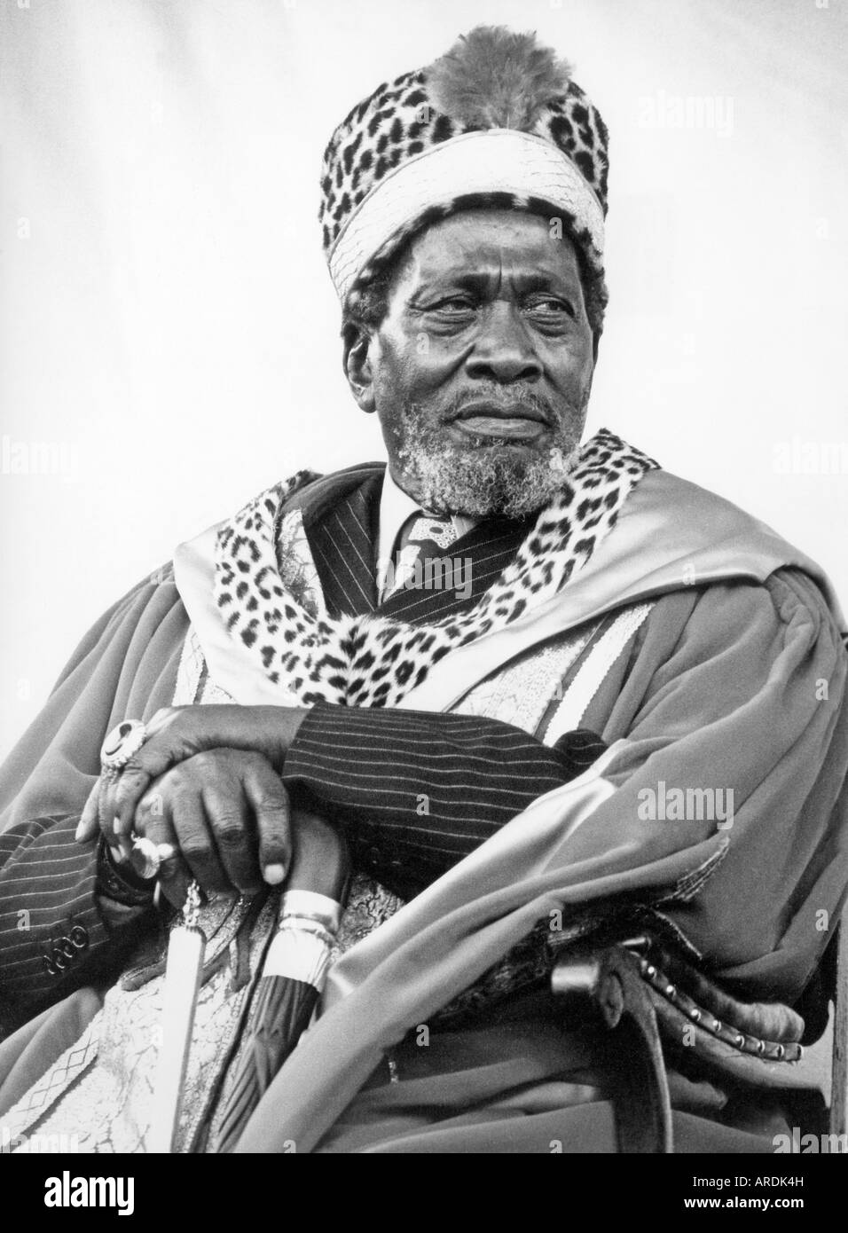 jomo kenyatta Jomo kenyatta (~1889 – 22 august 1978) was a carpenter turned intellectual who became the first president of kenya he was freedom fighter, great pan-africanist.