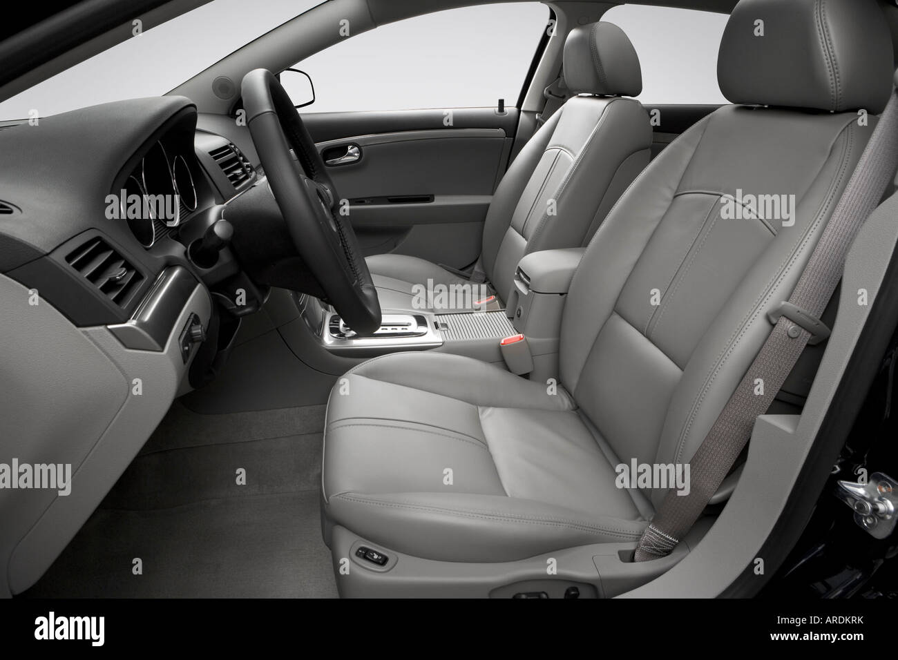 2007 saturn aura xe in blue front seats
