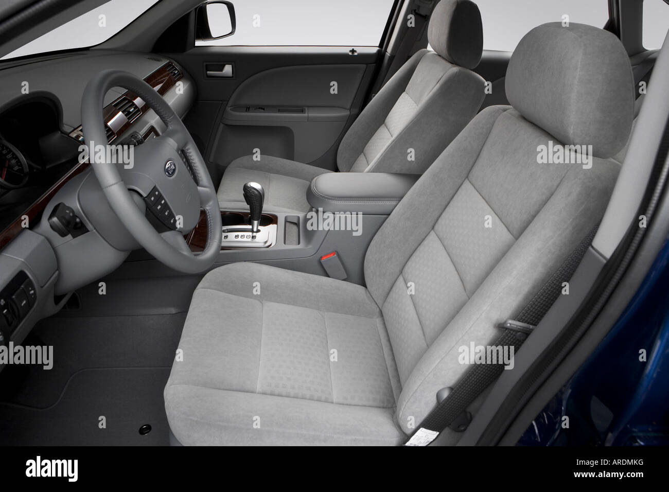2007 ford five hundred sel in blue front seats