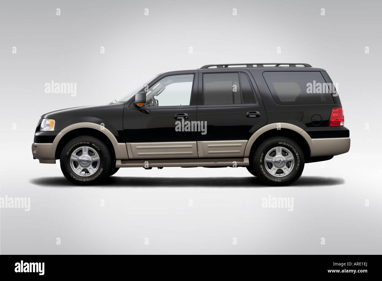 2006 ford expedition eddie bauer in black drivers side profile stock image
