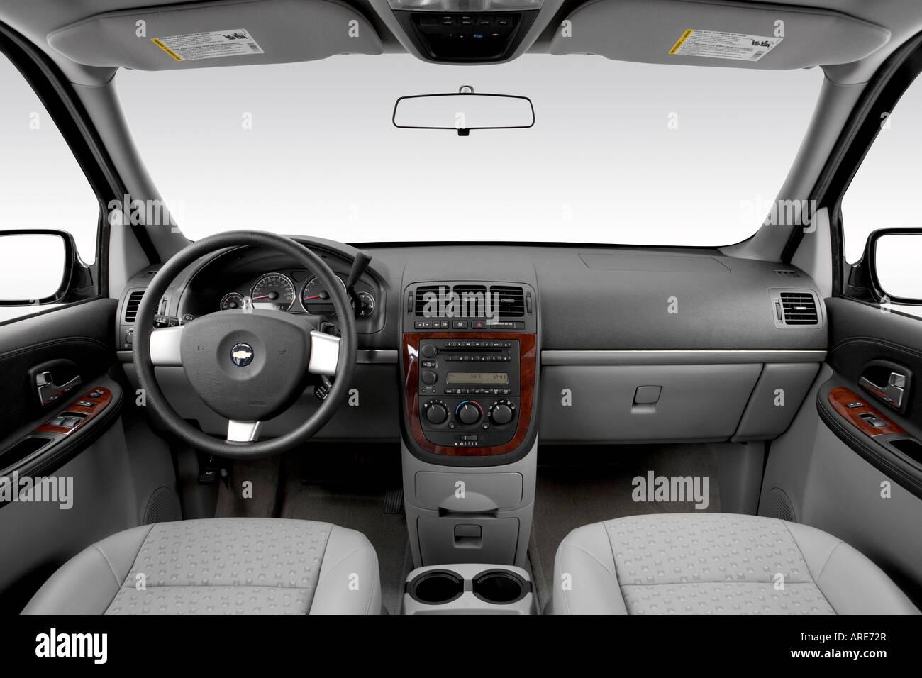 2006 chevrolet uplander lt in blue dashboard center console gear shifter view