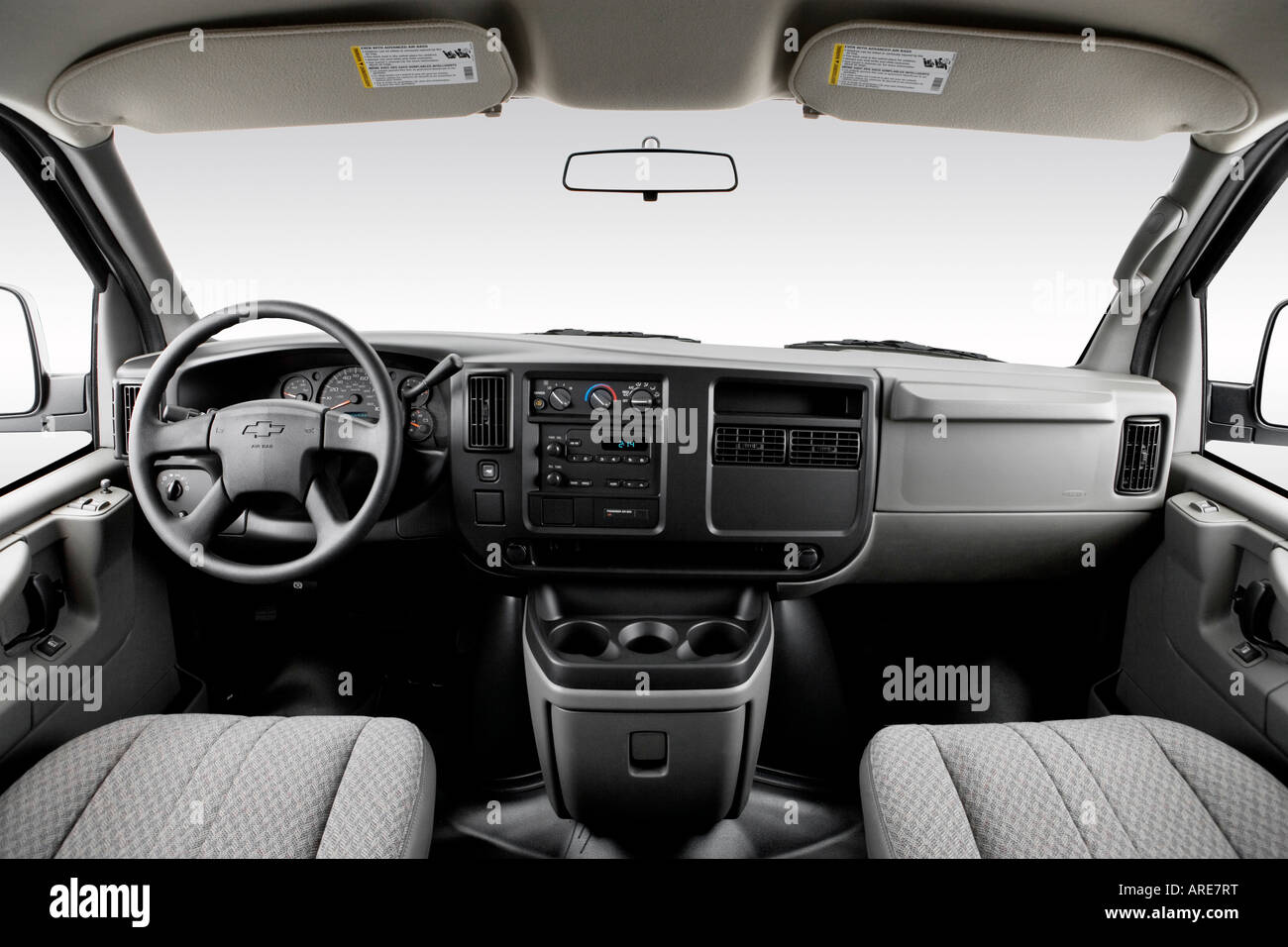 2006 chevrolet express cargo 1500 in white dashboard center console gear shifter view