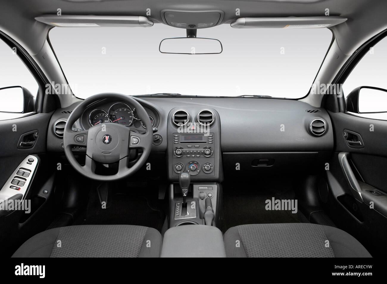 2006 pontiac g6 v6 in green dashboard center console gear shifter view