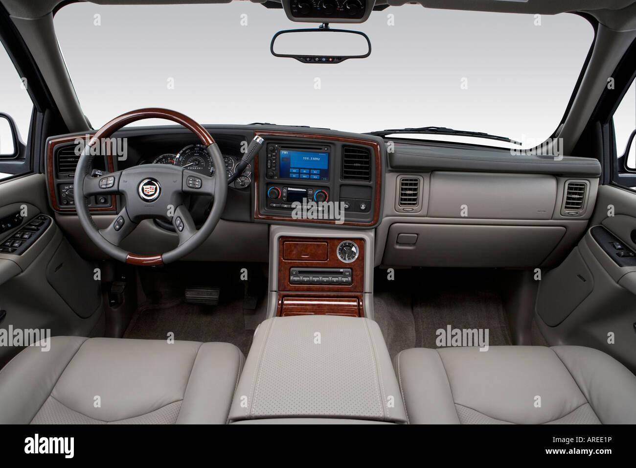 2006 cadillac escalade in black dashboard center console gear shifter view
