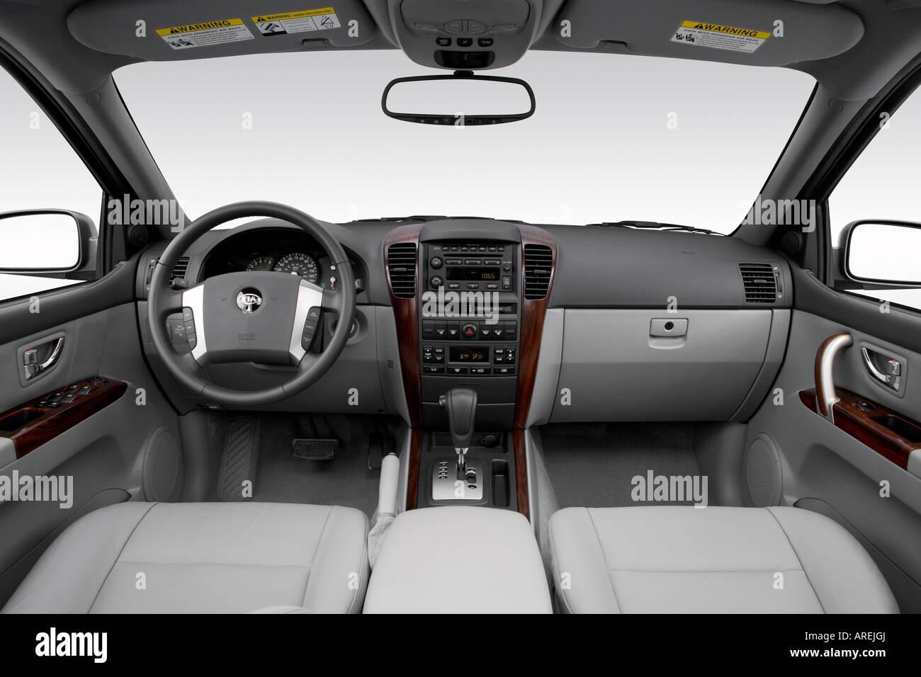 2006 kia sorento ex in gray dashboard center console gear shifter view