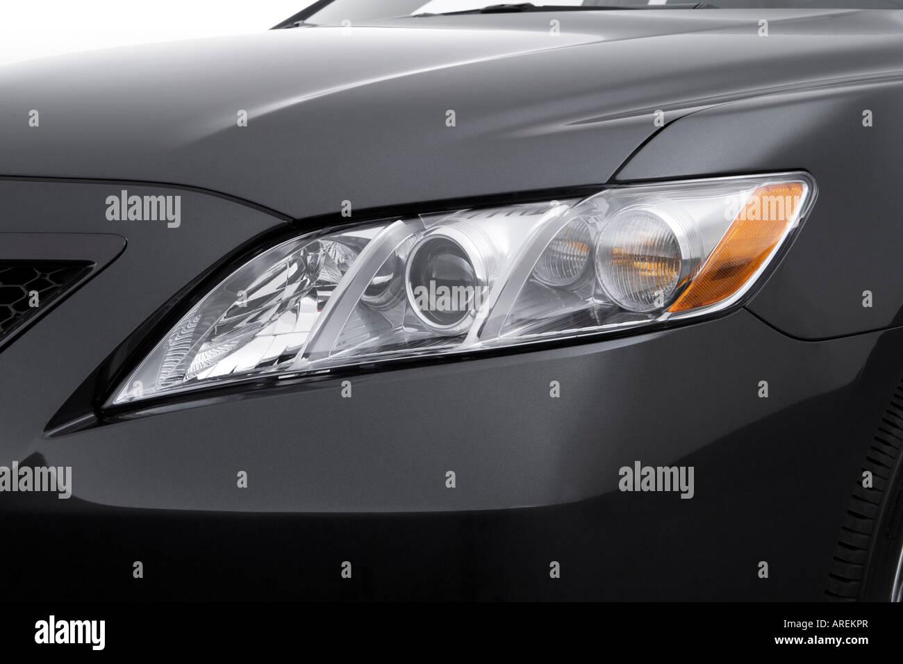 2007 toyota camry se v6 in gray headlight