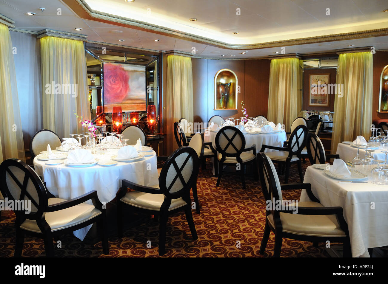 The todd english restaurant on cunard 39 s cruise ship queen for Cuisine queen catering