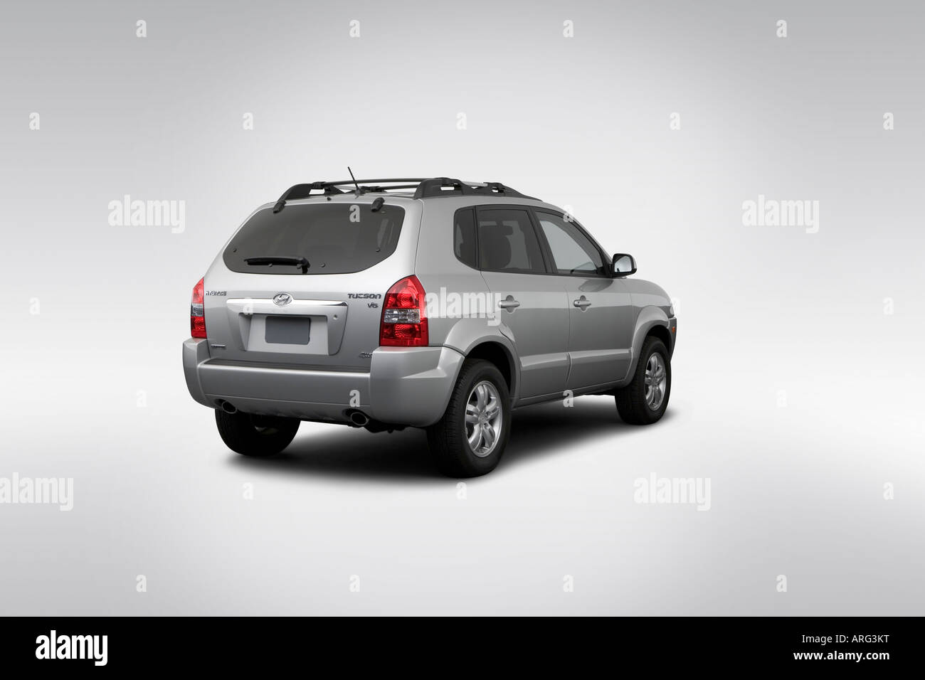 2007 hyundai tucson limited in silver rear angle view. Black Bedroom Furniture Sets. Home Design Ideas
