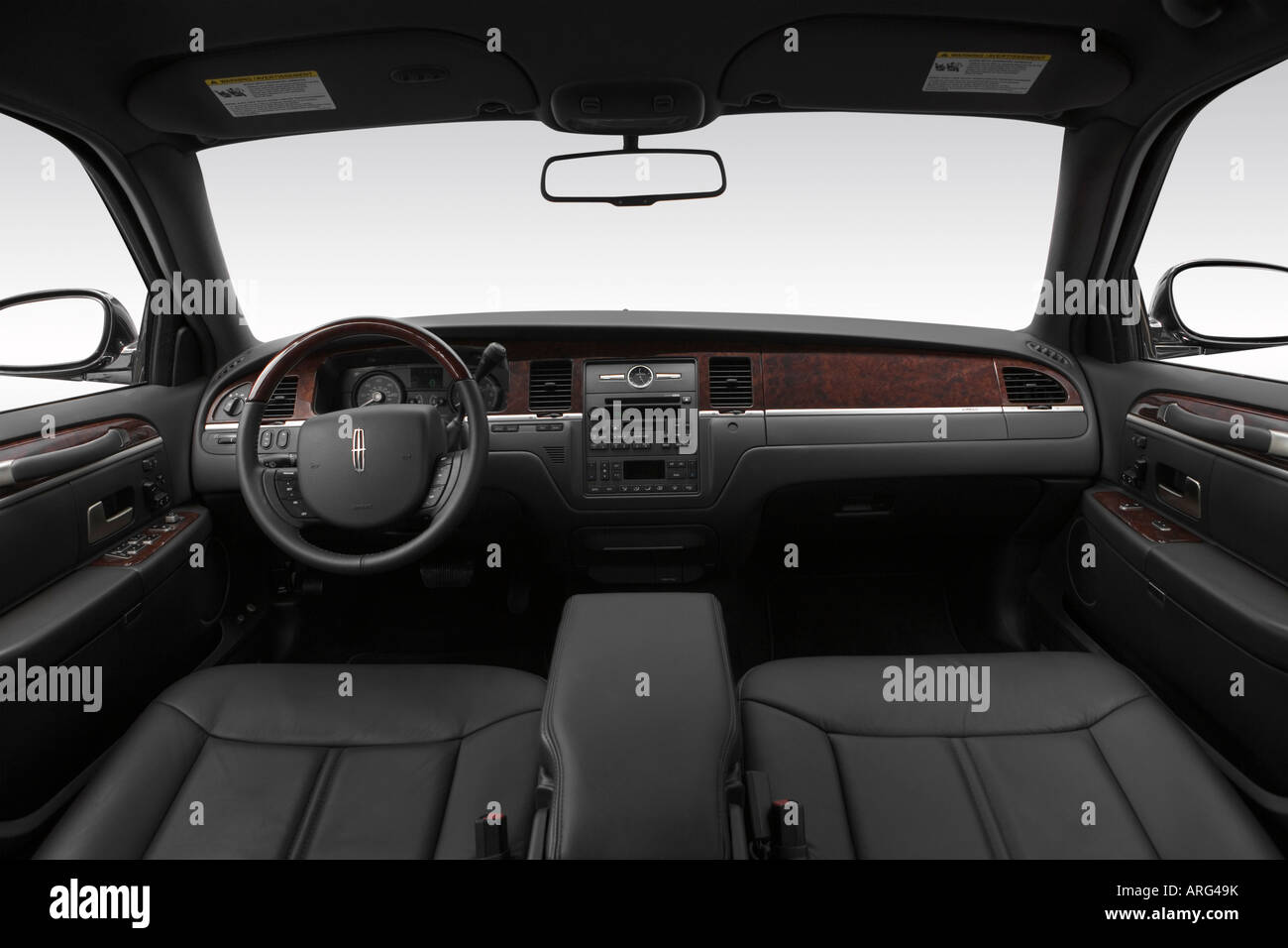 lincoln car 2007. 2007 lincoln town car signature l in black dashboard center console gear shifter view