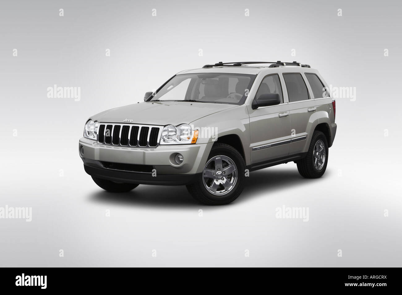 2007 jeep grand cherokee limited in gray front angle view stock photo royalty free image. Black Bedroom Furniture Sets. Home Design Ideas