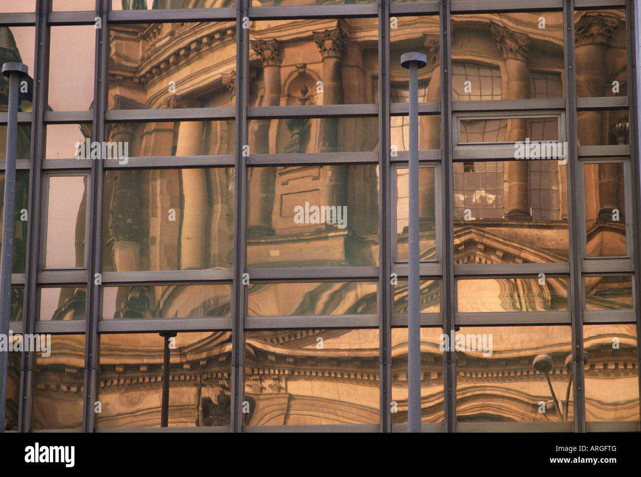 reflection-of-the-berlin-cathedral-in-th
