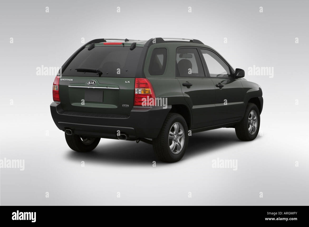 2007 kia sportage lx v6 in green rear angle view stock photo royalty free image 16050686 alamy. Black Bedroom Furniture Sets. Home Design Ideas