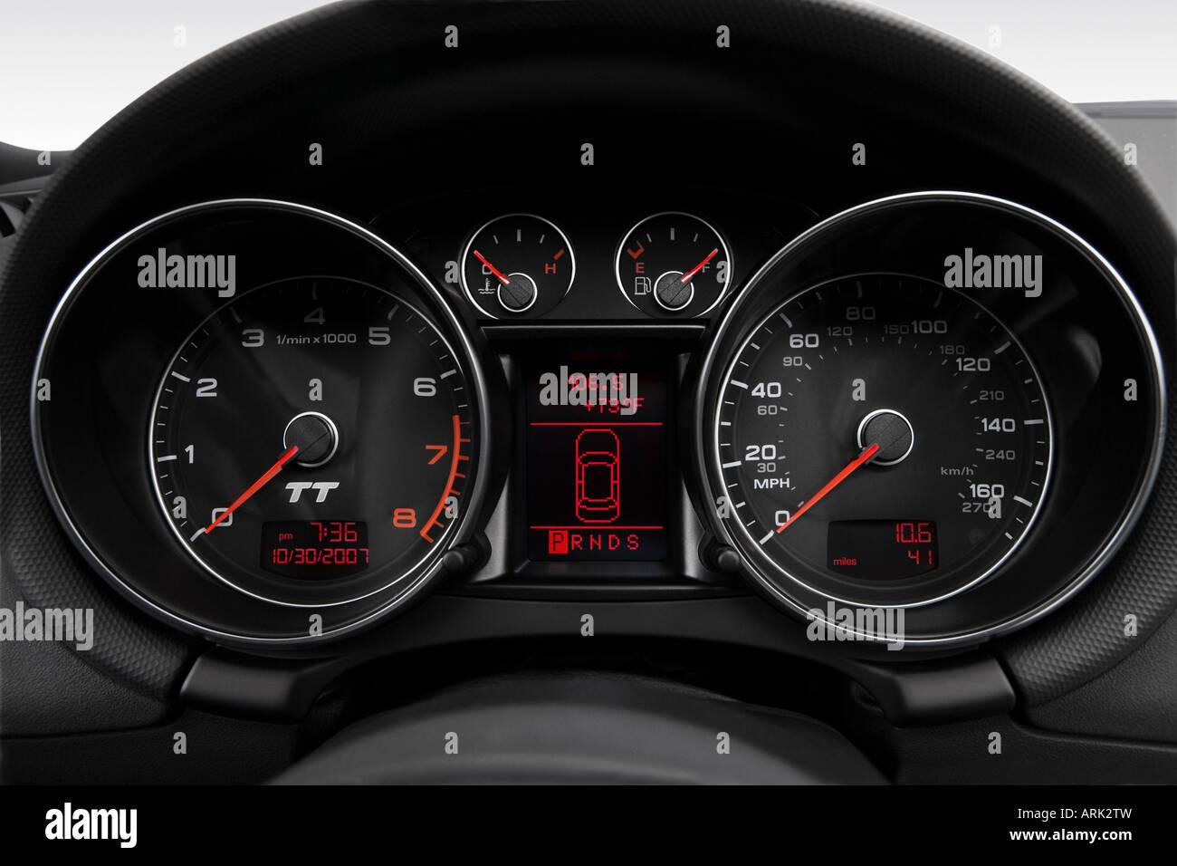 2008 audi tt 2.0t in black - speedometer/tachometer stock photo