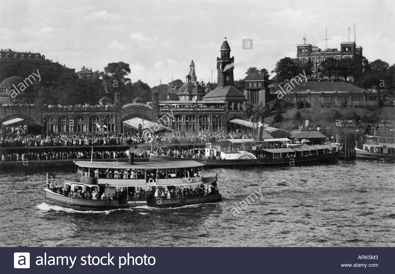 http://c8.alamy.com/comp/ARK5M3/historical-motive-festivity-at-st-pauli-landungsbrcken-about-1940-ARK5M3.jpg