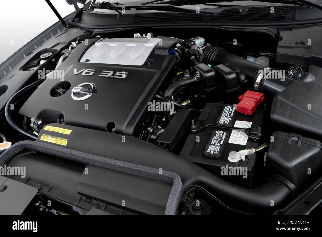 2008 nissan maxima 3.5 se in gray - engine stock photo, royalty