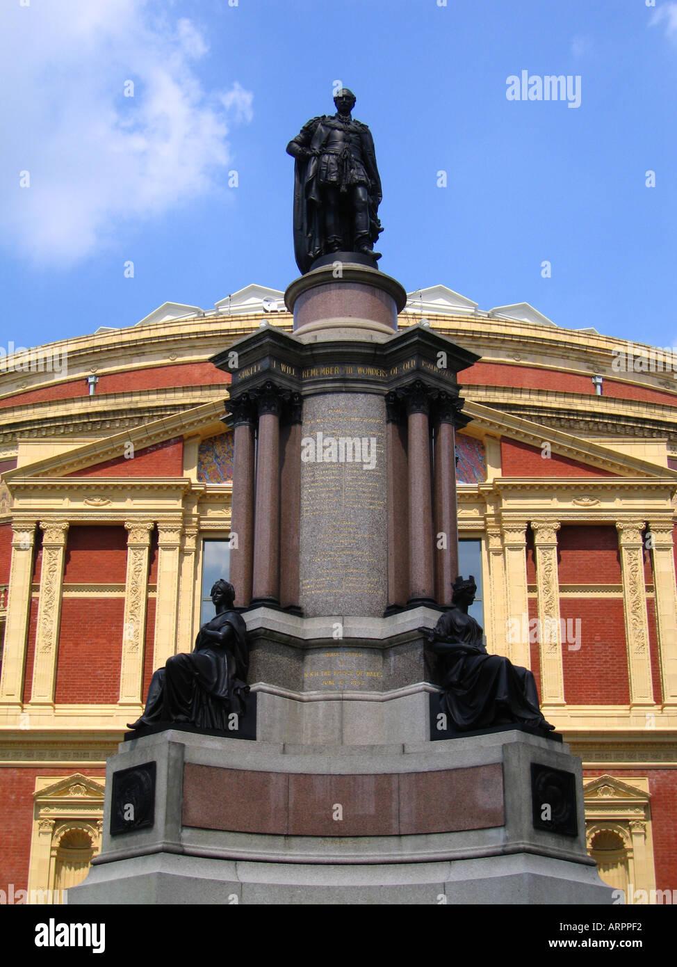 Royal albert hall with statue of prince albert in for Door 8 albert hall