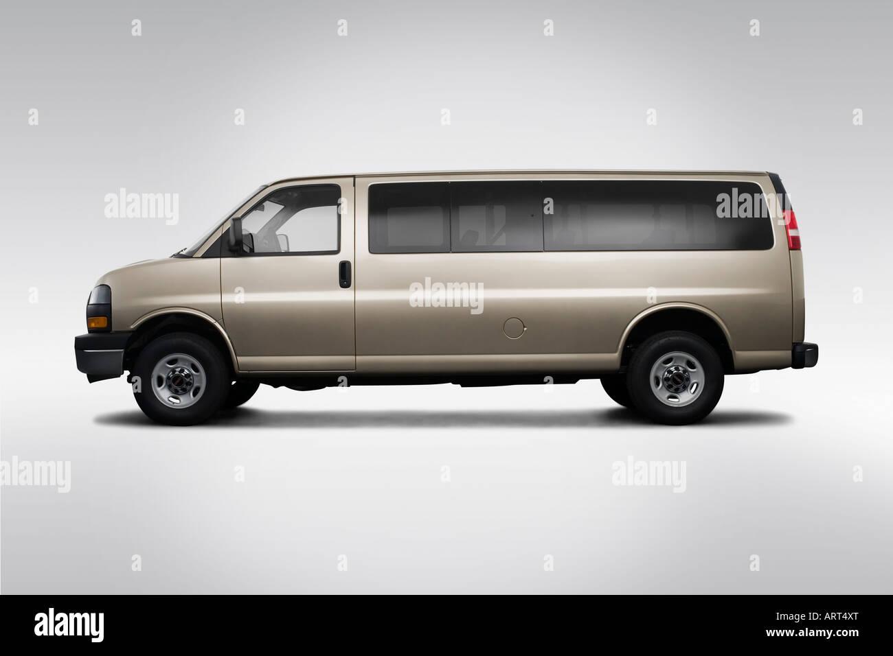 2008 gmc savana 3500 1lt in beige drivers side profile
