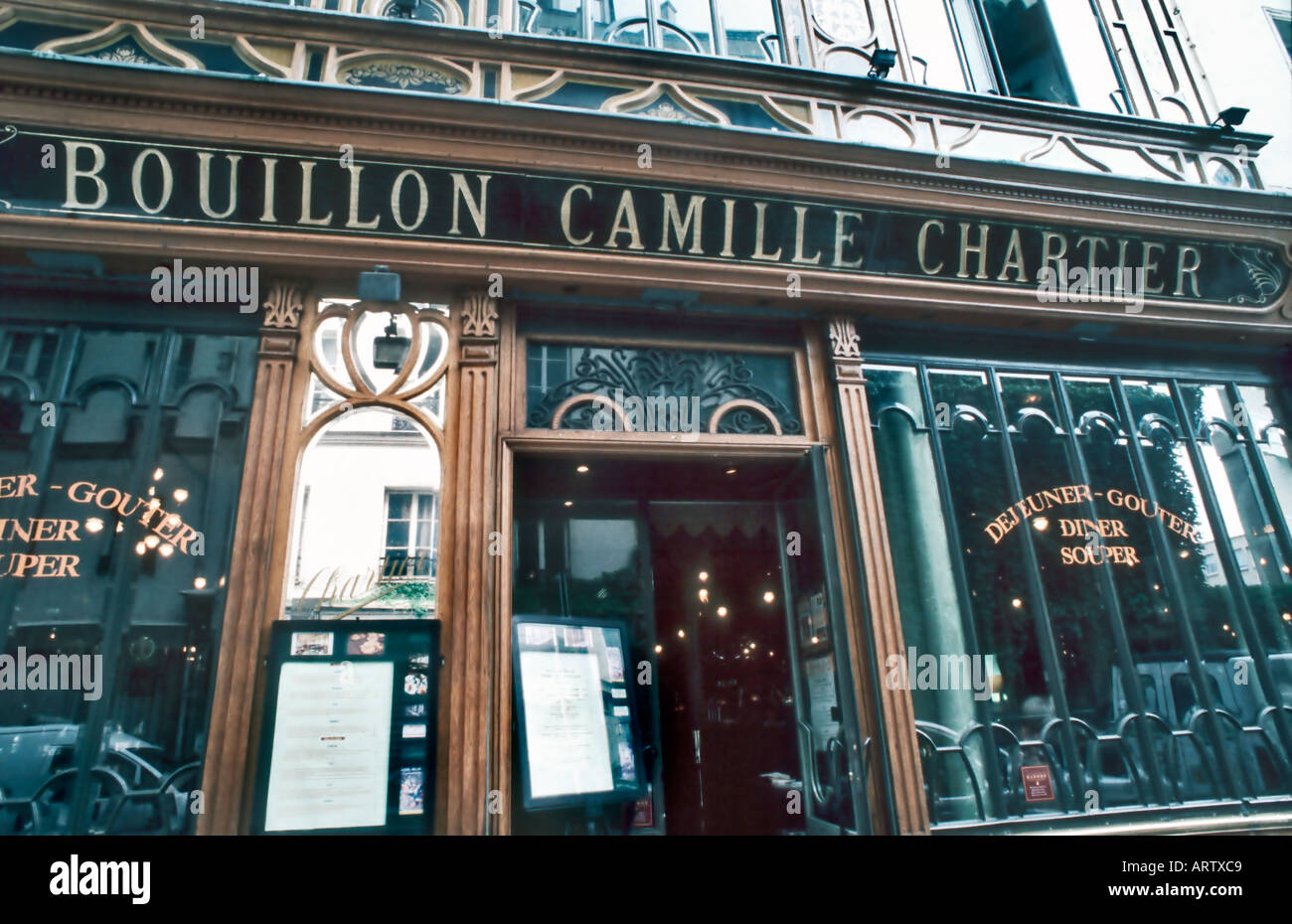 Paris france traditional belgian restaurant bouillon for Deco in paris