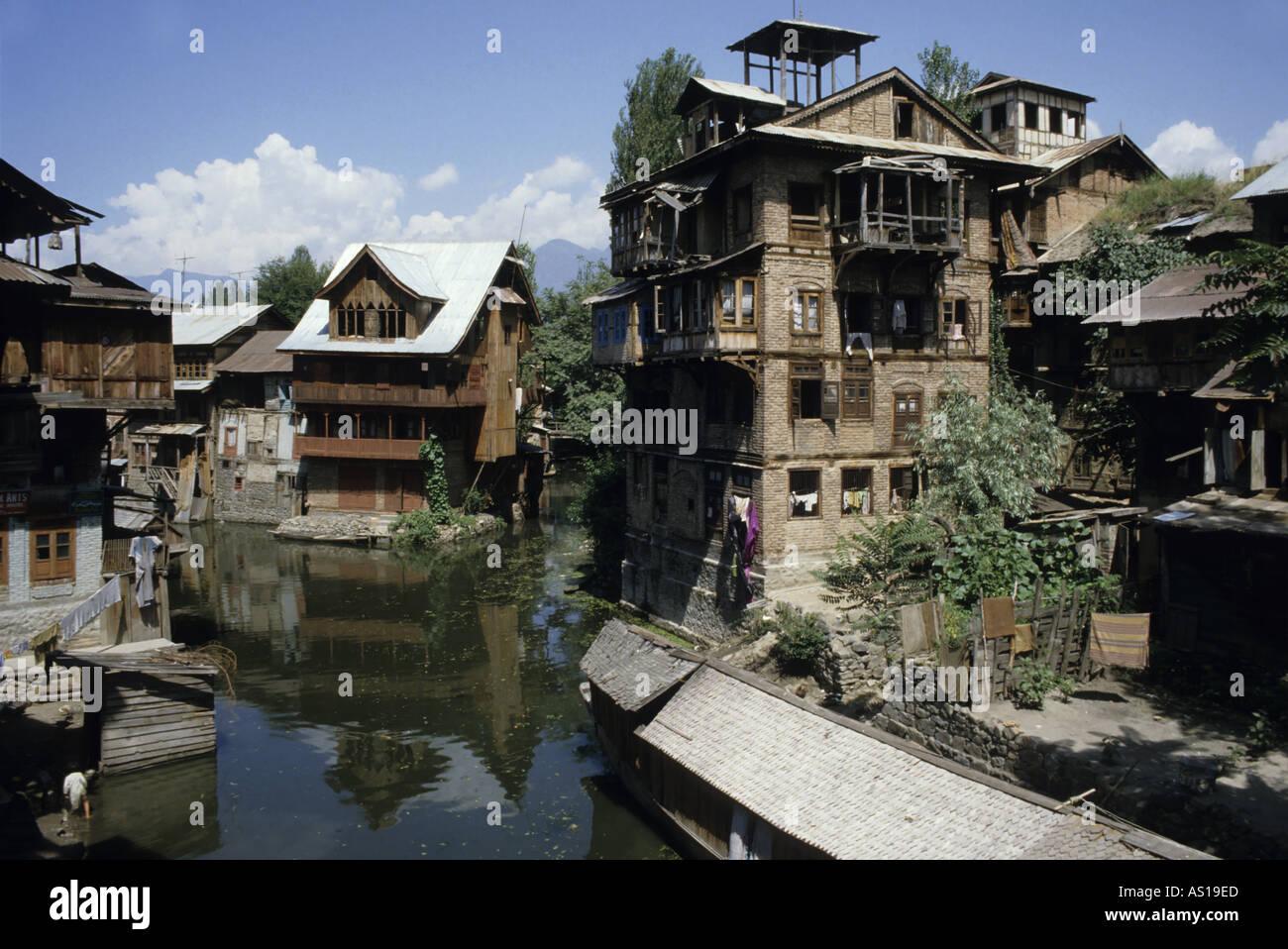 Kashmir houses pictures modern house for Modern house designs in kashmir