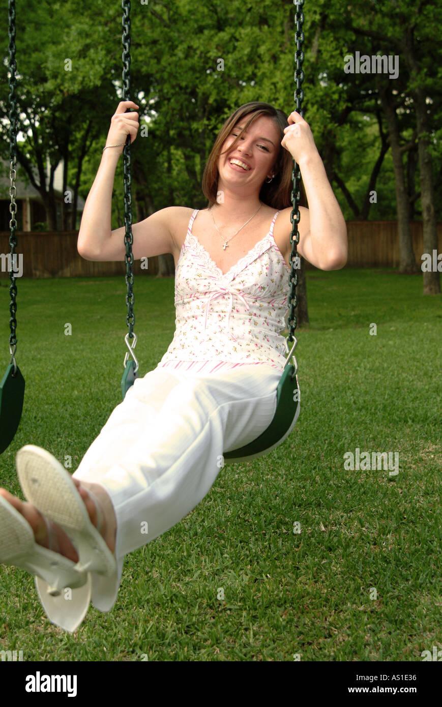 Swinging Women 29