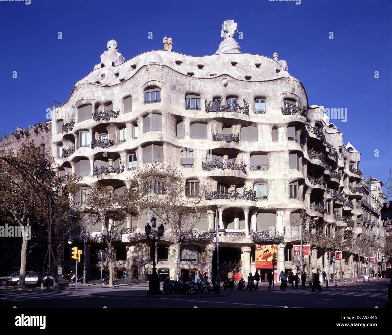 Barcelona casa mila la pedrera fassade architekt antonio gaudi stock photo 1585989 alamy - Architekt barcelona ...