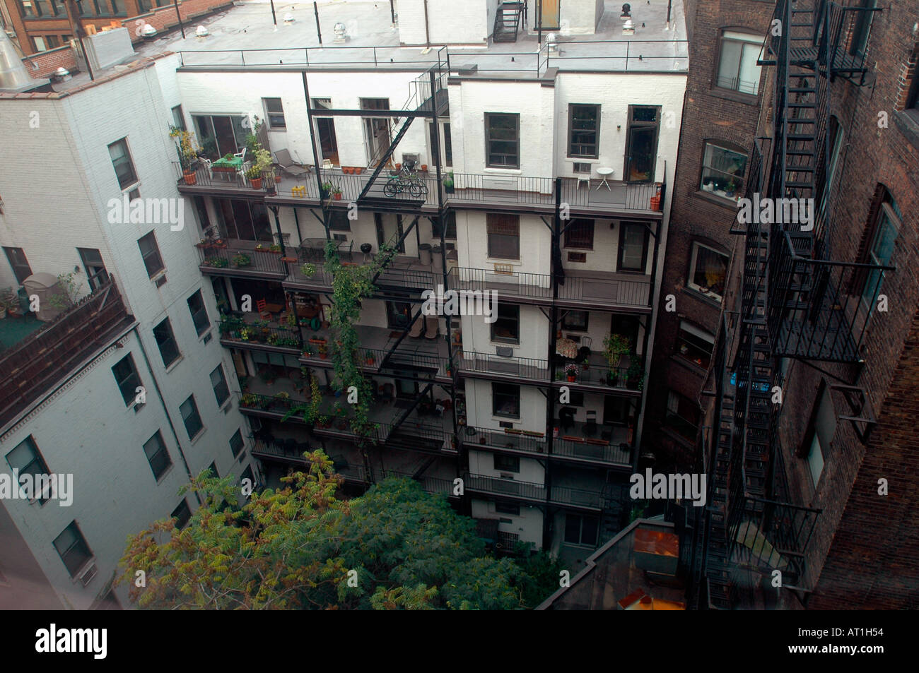 Backyard of a Greenwich Village apartment building in New York ...