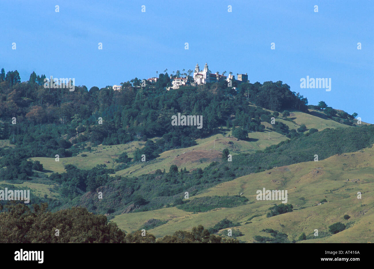 San Simion Hearst Castle On Top Of Hill In California