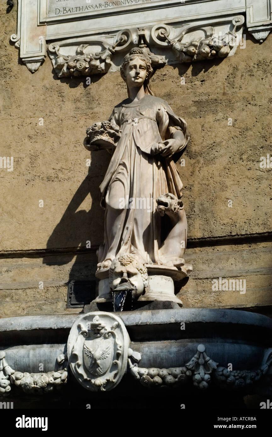 Palermo quattro canti corso vittorio emanuele sicily for Corso arredatore d interni catania