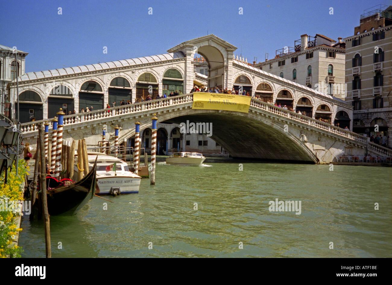 venetian architecture with rialto bridge great canal gondolas venice
