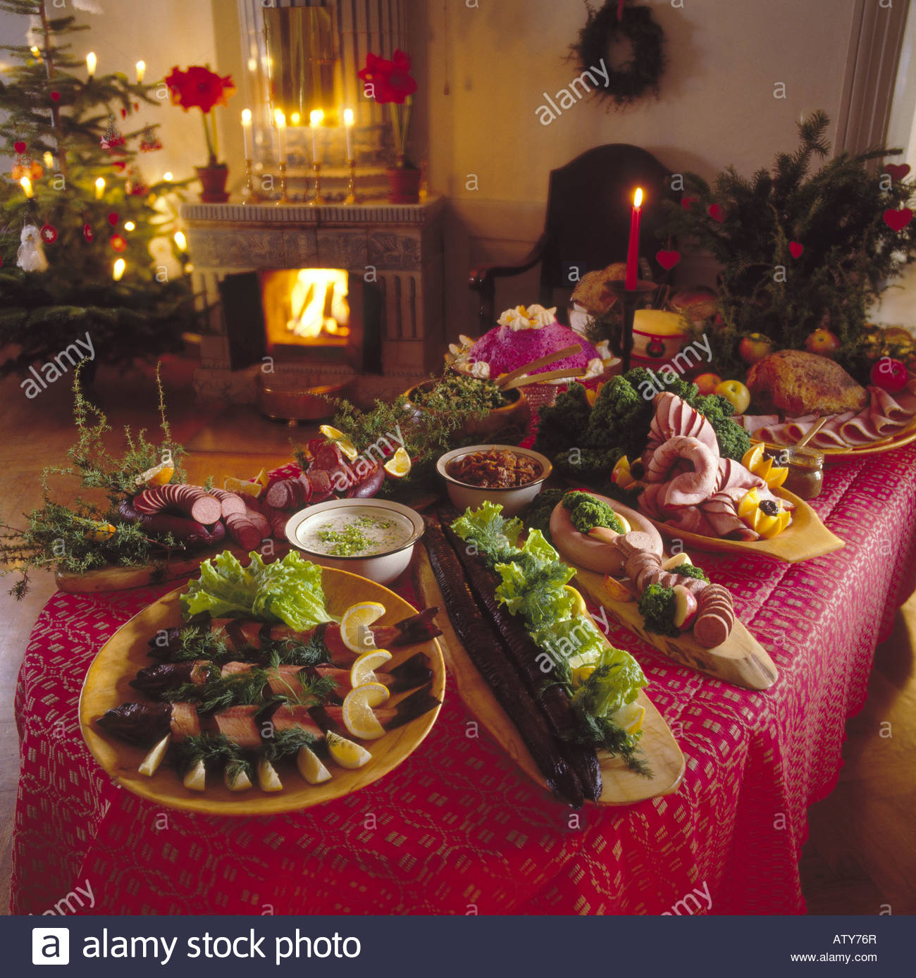 Christmas food decorations on dinner table stock photo for Ideas for christmas dinner