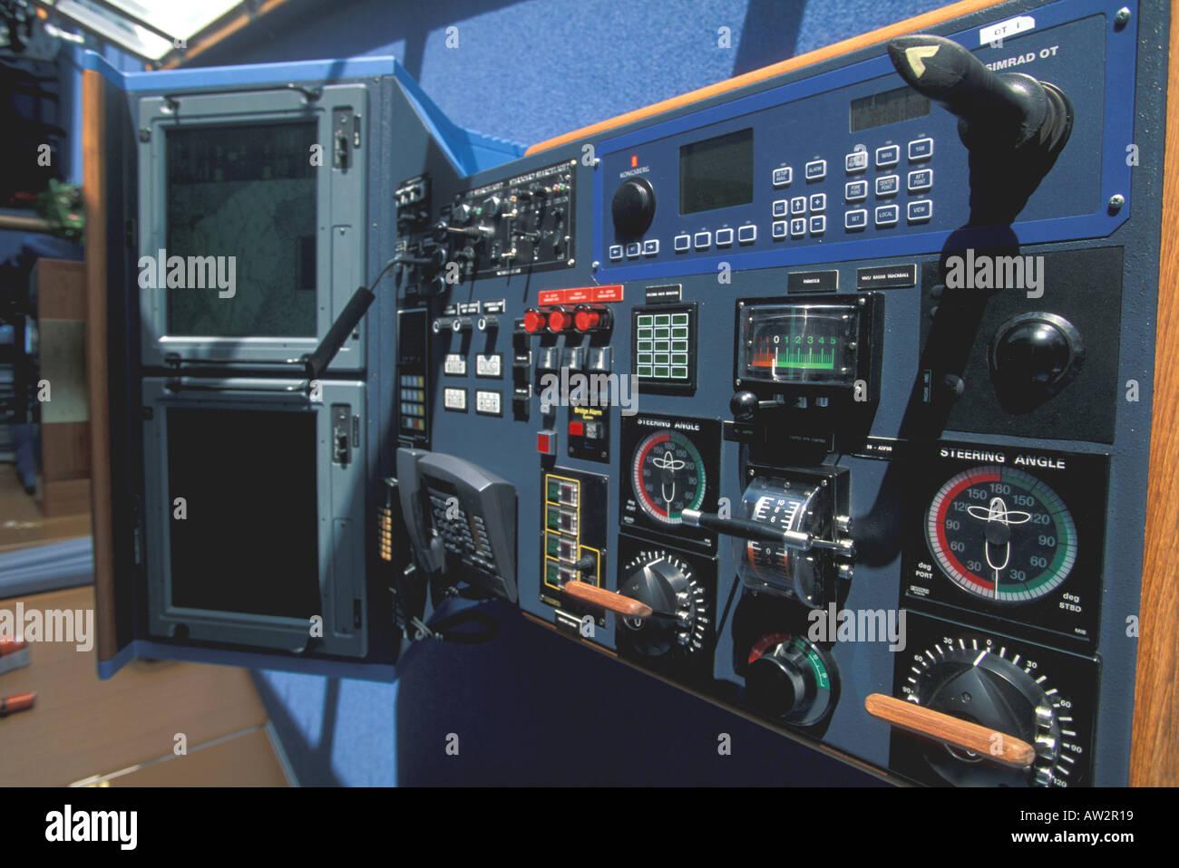 Cruise Ship Explorer Of The Seas Royal Caribbean Bridge Computer - Cruise ship controls