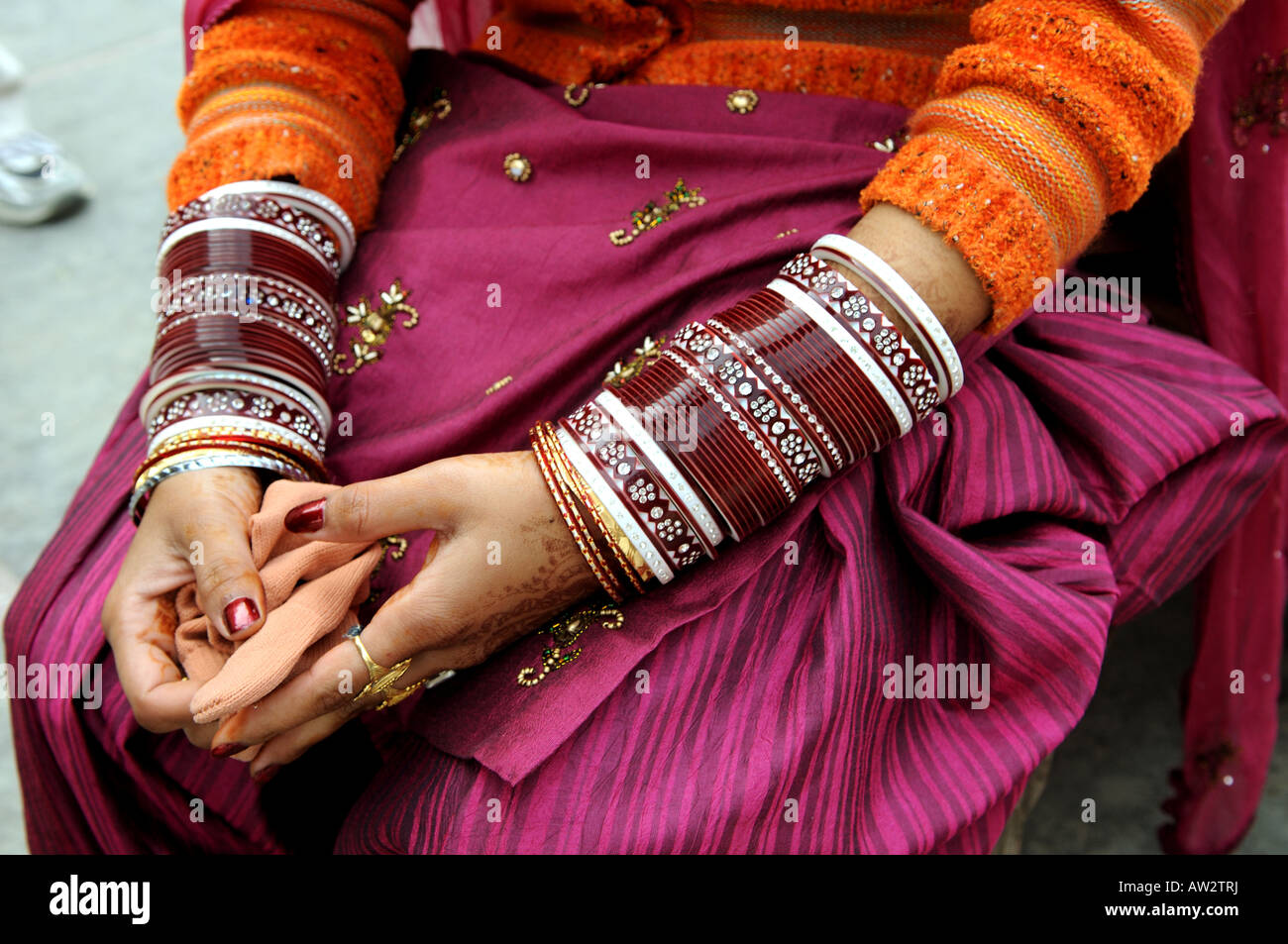 Beautiful Indian hands decorated with Hena and many red bangles ...