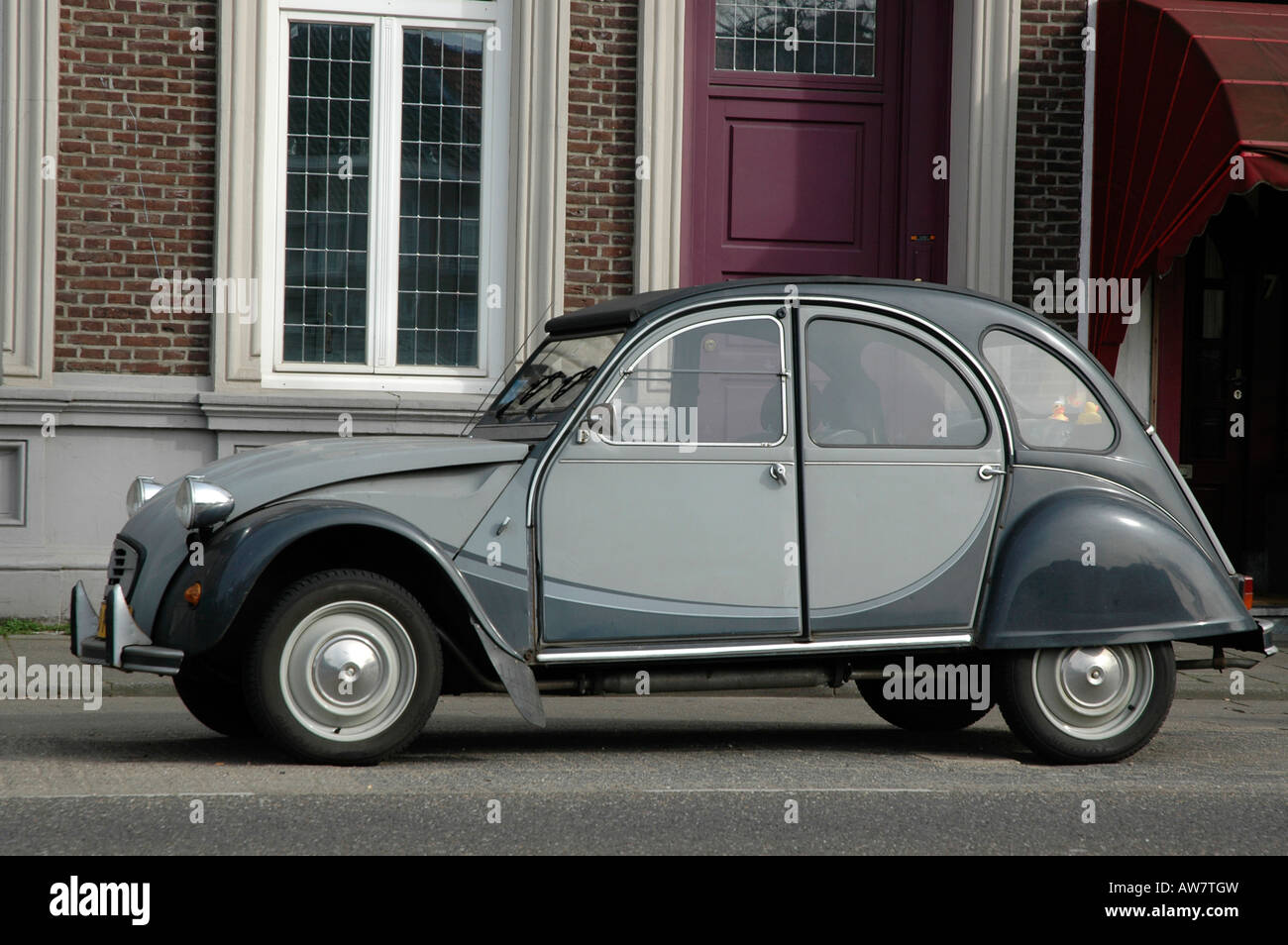 citroen 2cv  deux chevaux  in attractive dark and light