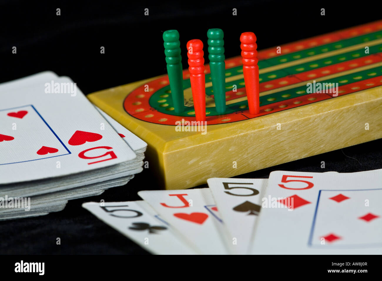 Crib boards for sale uk - A Cribbage Board With Pegs And Playing Cards Stock Image