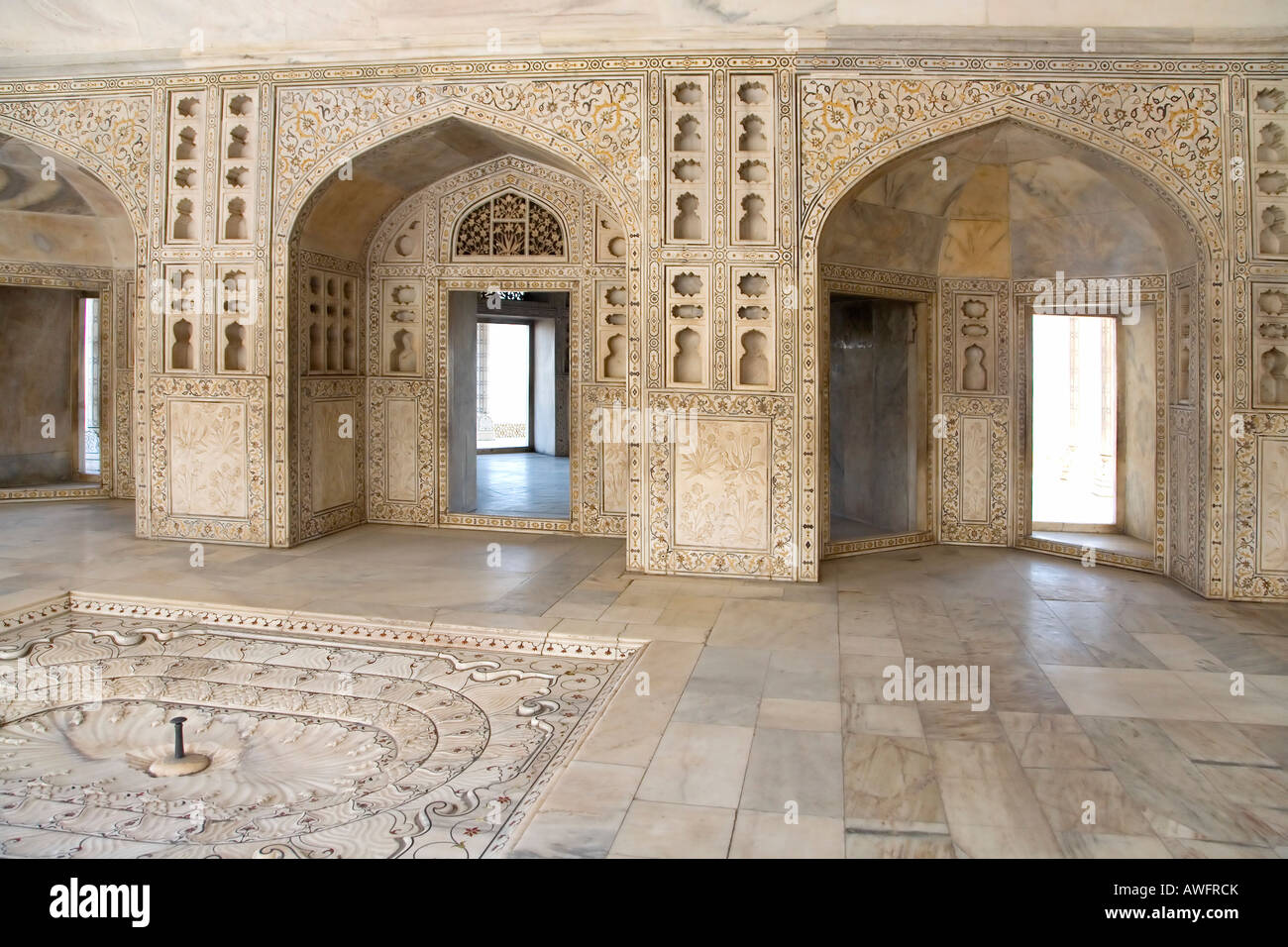 Inlaid carved marble walls and arches Musamman Burj Red Fort ...