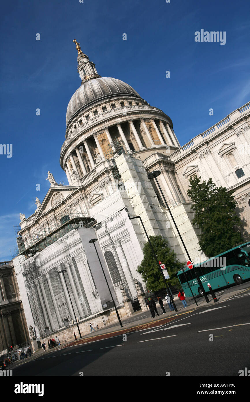 Classic Iconic View Of World Famous Landmark Building St Pauls   World  Famous Architecture Buildings