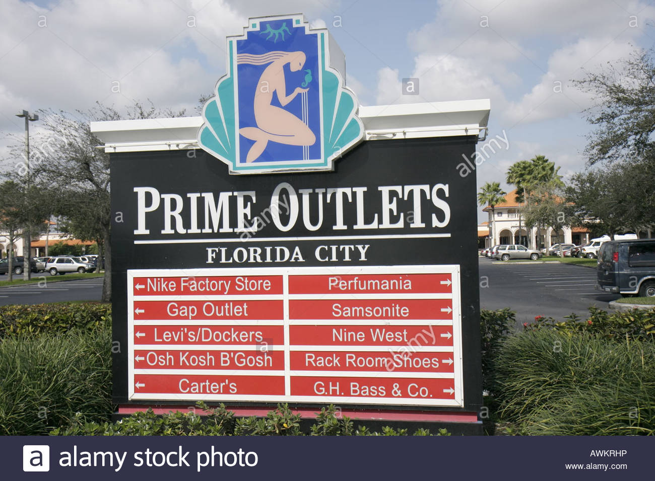 Orlando International Premium Outlets Management Office is located across from St. John at the back of the center. We are open Monday through Friday from A.M. to P.M. (Holiday hours may vary) We are pleased to offer a Guest Services location in our Management Office where you can find general information, center maps, Simon gift cards, group check-in and aghosting.gqon: International Dr, Orlando, , FL.