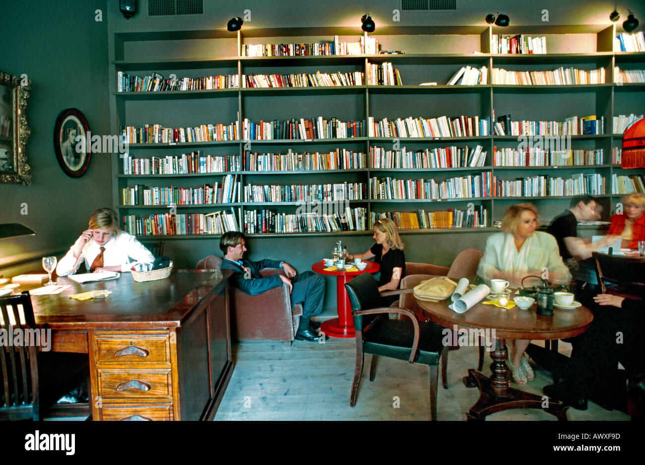 Paris France French Restaurant Contemporary Bar Interior Library Style Dining Room Le Fumoir Trendy