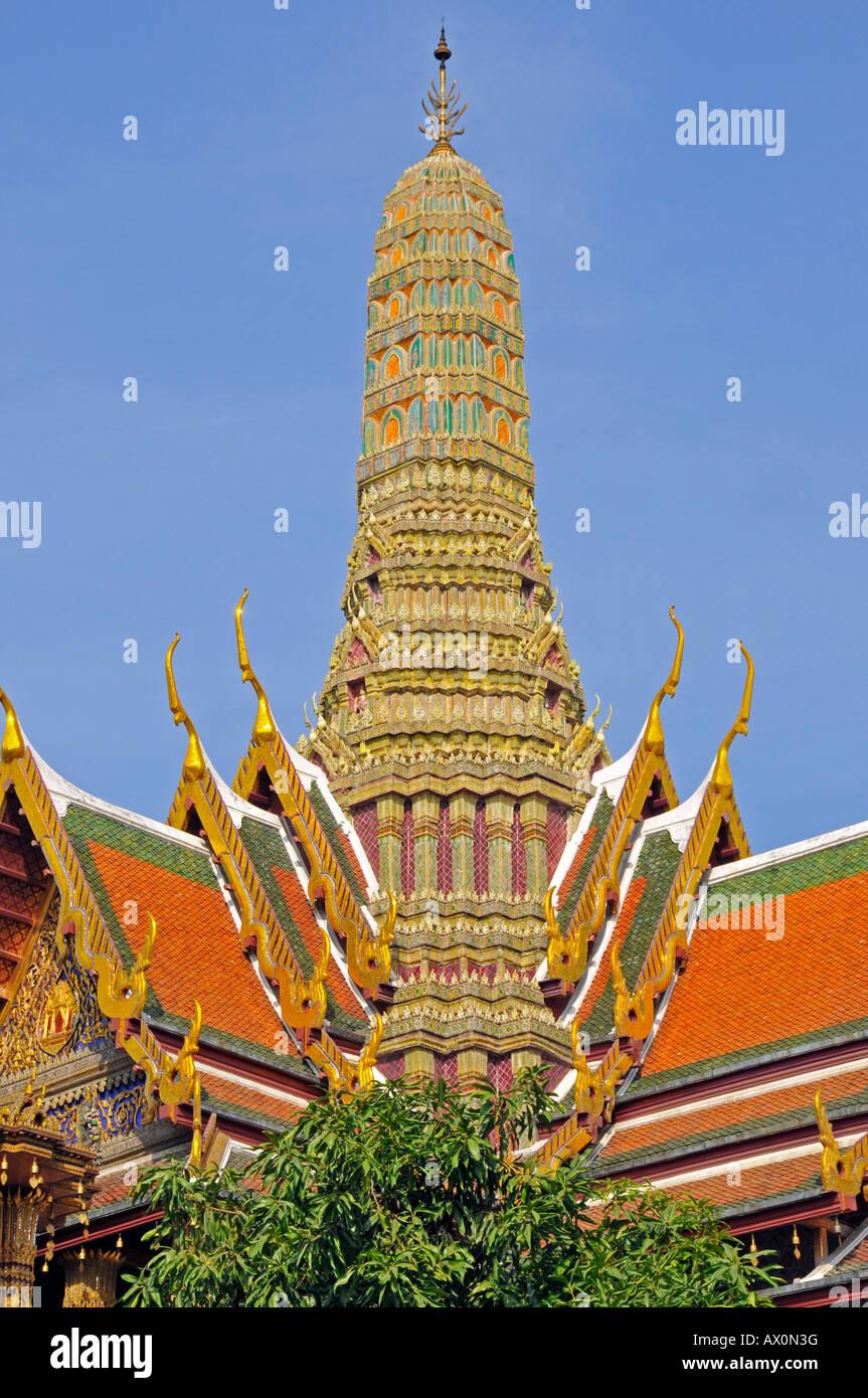 Prasat Phra Thep Bidon (royal pantheon) in Wat Phra Kaeo ...