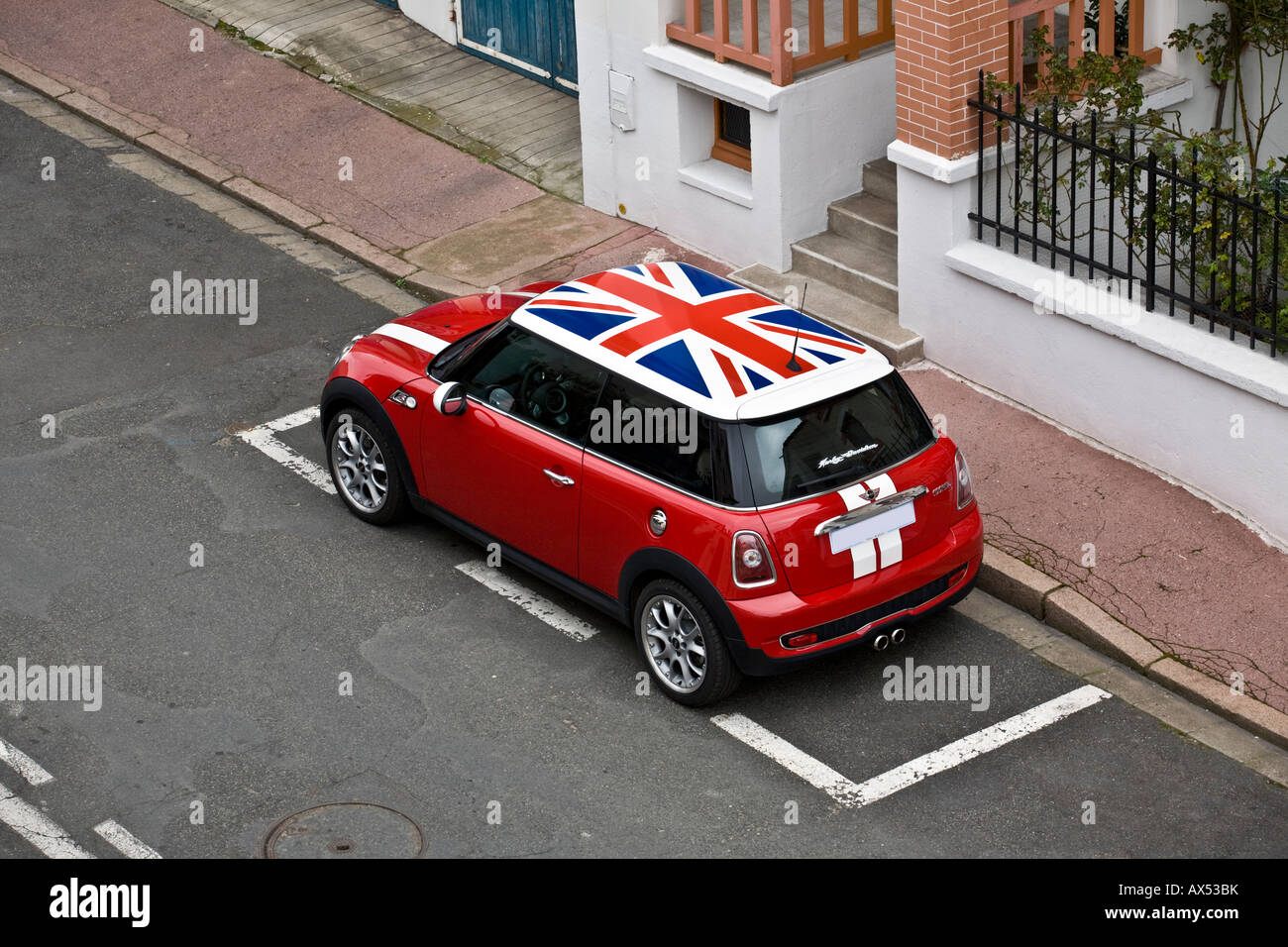 Extrêmement Mini cooper car with union flag on roof and side mirrors, hung on  JY75