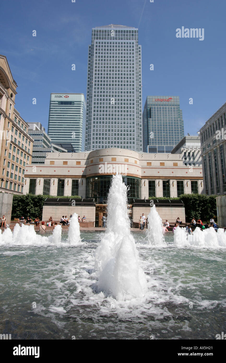 Water fountains canada -  Cabot Square Water Fountains Canary Wharf London One Canada Square Tower Block Summer Stock Photo