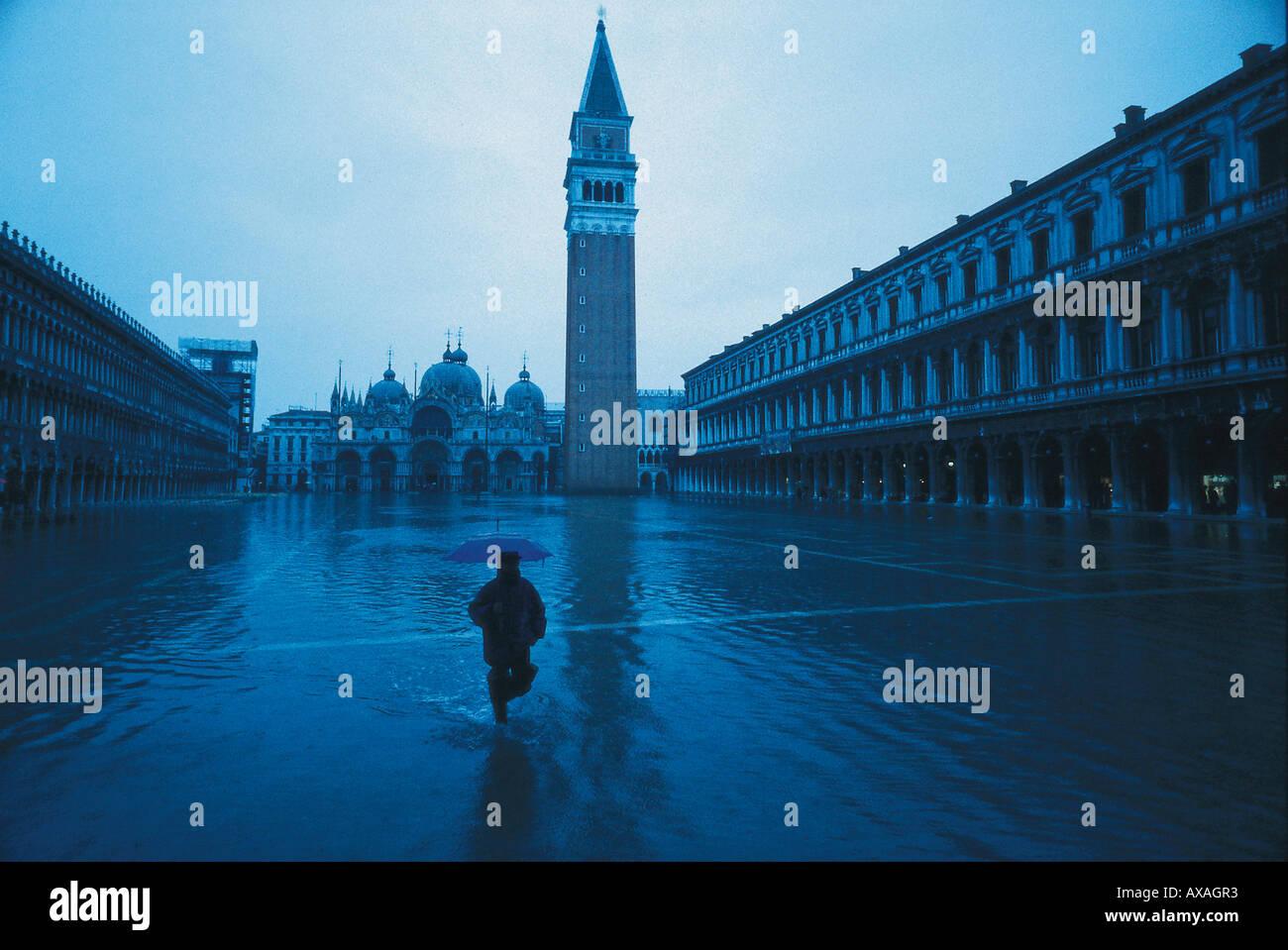 Markusplatz bei Hochwasser, Venedig Italien Stock Photo ...
